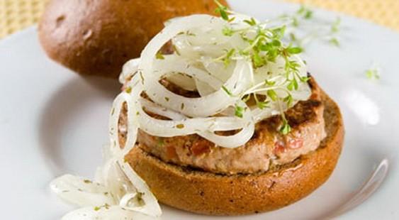 Бургеры-сэндвичи с маринованным луком Американская кухня
