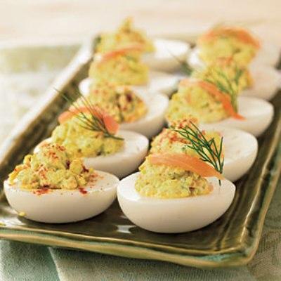 Фаршированные яйца с авокадо и креветками