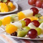 Фрукты на шпажках Десерты Фруктовые десерты