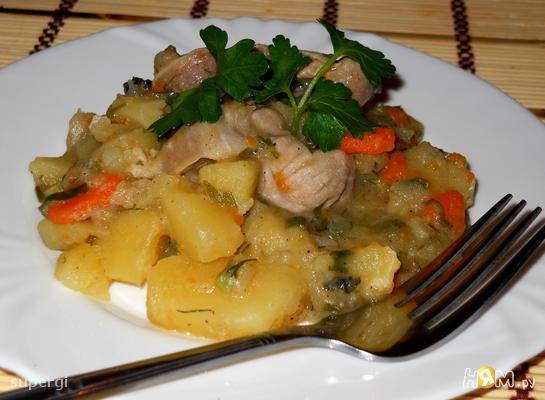 Картофель, тушенный с зеленью