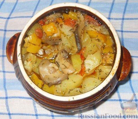 Картофель, тушенный в горшочке с овощами