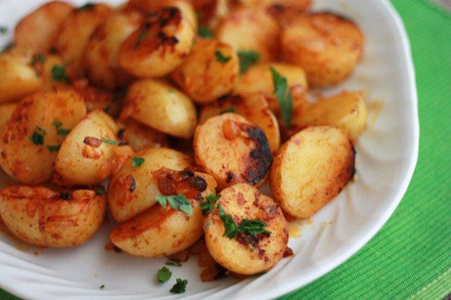 Картофель, жаренный с паприкой Из картошки