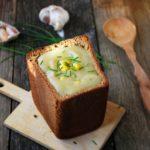 Картофельный суп-пюре с ржаным хлебом Из картошки