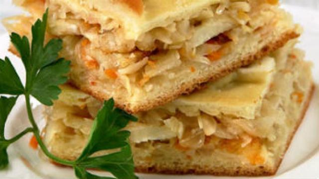 Кефирный пирог с рыбой и капустой