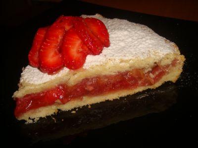 Клубничный торт с ревенем и сливками Итальянская кухня