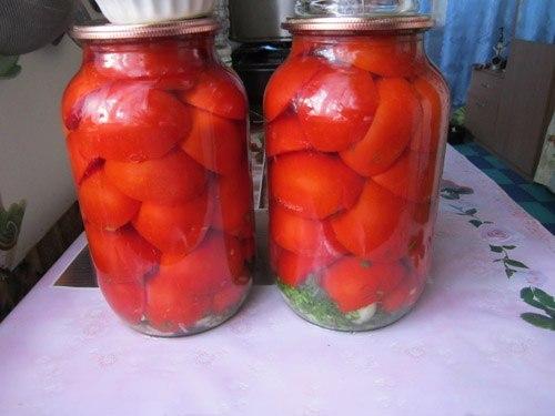 Консервированные половинки томатов