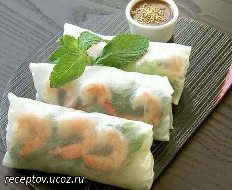 Конвертики из рисовой бумаги с креветками и овощами Японская кухня