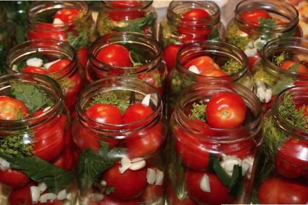 Красные помидоры «пальчики» маринованные