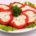 Красный сладкий перец, фаршированный брынзой Из овощей Перец