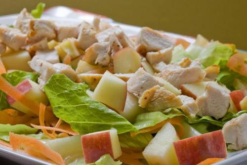 Куриный салат с абрикосами
