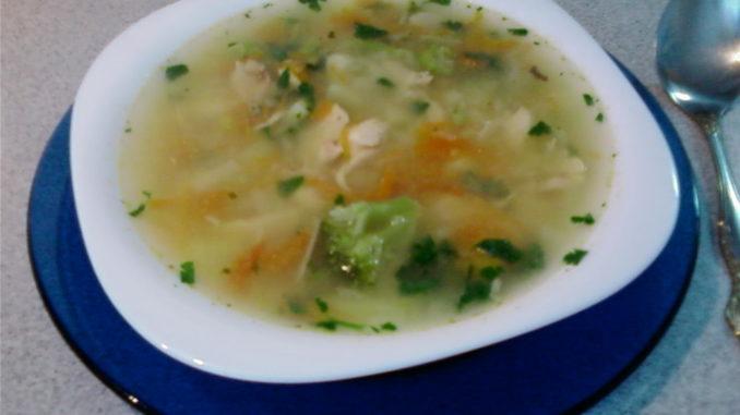 Куриный суп с овощами, горчицей и хреном