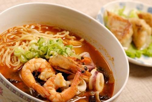 Лапша удон с фасолью и соусом мисо Японская кухня