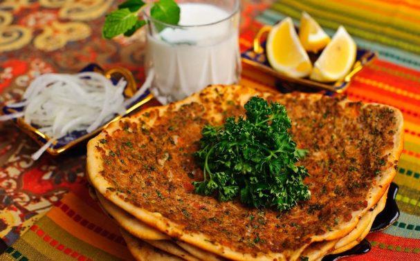 Лахмакун (турецкая пицца)