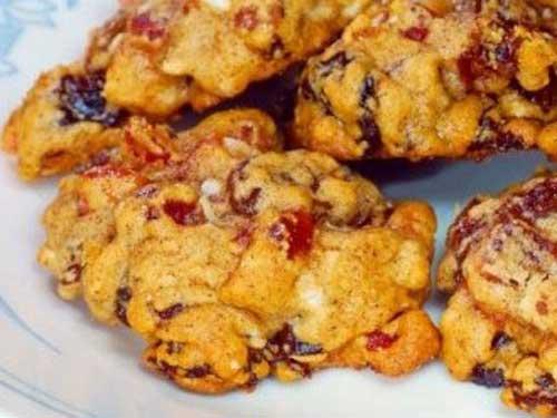 Печенье с грецкими орехами и цукатами из вишни