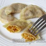 Пельмени с начинкой из квашеной капусты и орехов Вторые блюда Пельмени