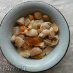 Пельмени с начинкой из свежих грибов и помидоров Вторые блюда Пельмени