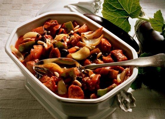 Перцы (гогошары) в томате с фасолью Закуски