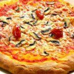 Пицца с пекарским порошком и помидорами Пицца
