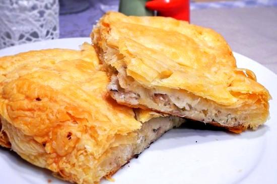 Пирог из слоеного теста с лососем Выпечка