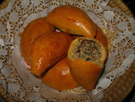 Пирожки с мясом и грибами