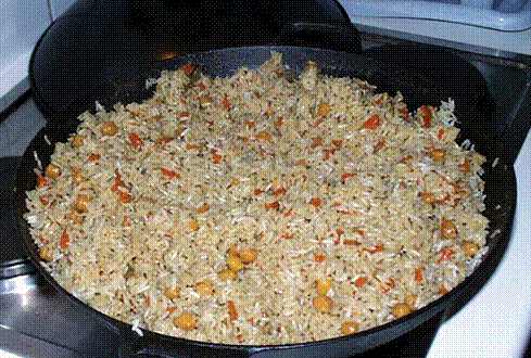 Плов с томатом, перцем и луком