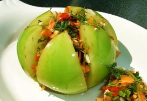 Помидоры, фаршированные сладким перцем и зеленью