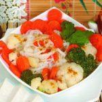 Рисовая лапша с капустой и морковью Японская кухня