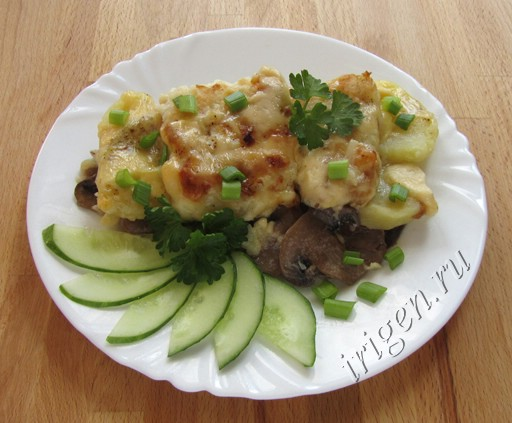 Рыба, запеченная с грибами и картофелем