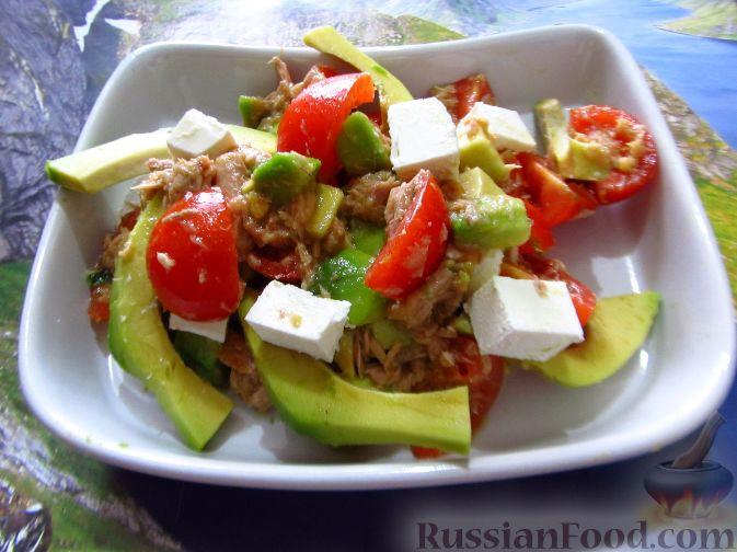 Салат из авокадо с солеными огурцами