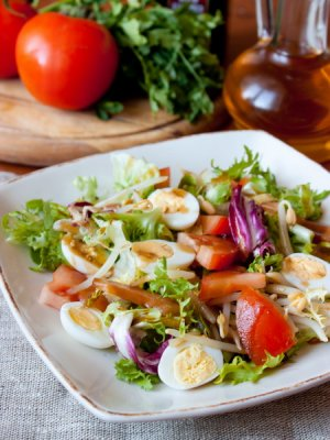 Салат из говяжьей вырезки с ростками сои Японская кухня