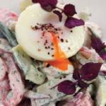 Салат из кильки с ветчиной, яйцом и овощами Эстонская кухня
