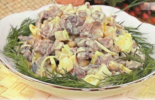 Салат из консервированного лосося и вареных овощей Салаты