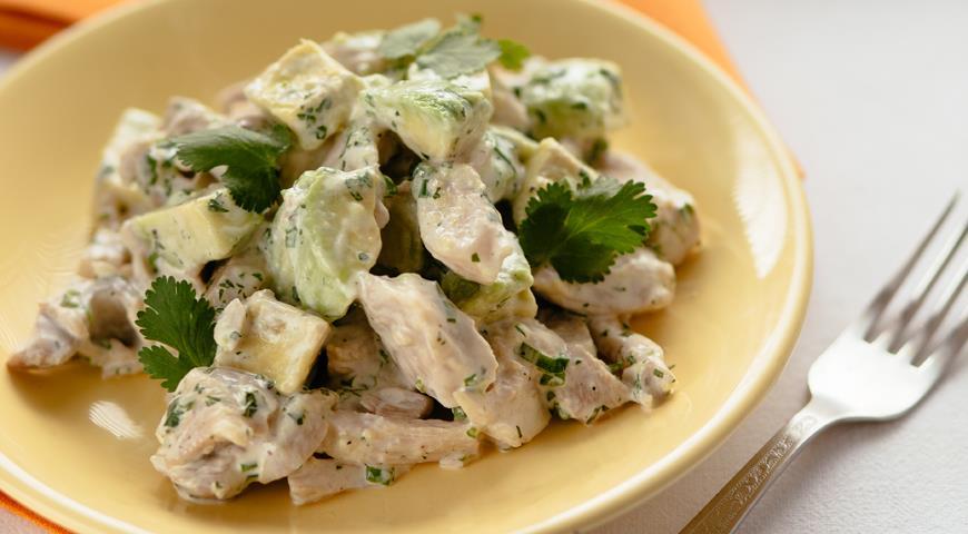 Салаты с авокадо и курицей рецепты с