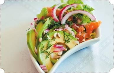 Салат из маринованного судака с луком и зеленью Салаты