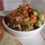 Салат из маринованных грибов с брусникой Русская кухня