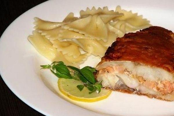 Салат из морского окуня и креветок Японская кухня