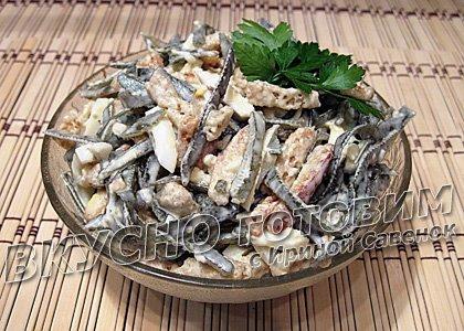 Салат из мяса криля с морской капустой