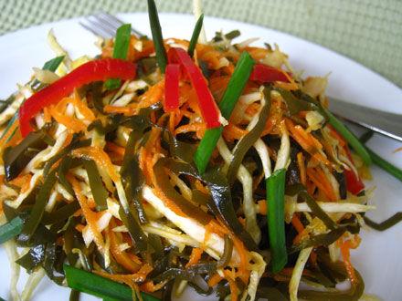Салат из окуня с морской капустой Японская кухня