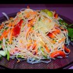 Салат из рисовой лапши с огурцами и зеленью Японская кухня