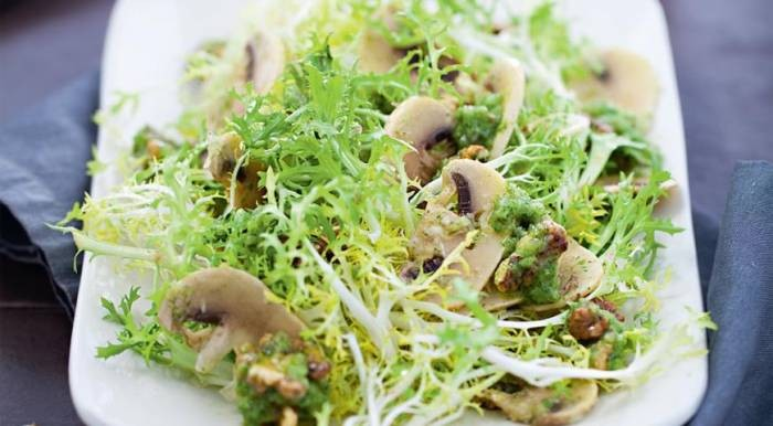 Салат из сельдерея и шампиньонов Японская кухня