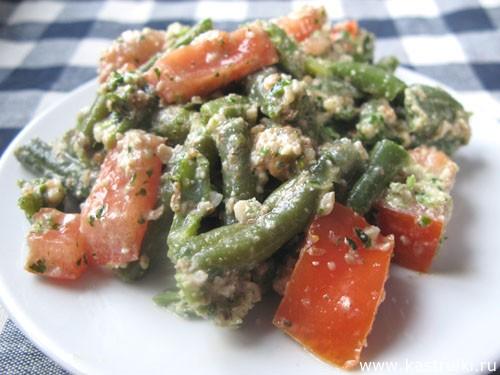 Салат с зеленой фасолью и кинзой