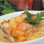Сэрмэлуцэ молдовенешть (голубцы с гарниром из мамалыги) Вторые блюда Молдавская кухня
