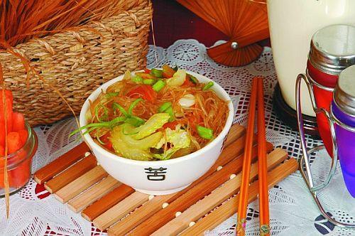 Соевая лапша с помидорами и сельдереем Японская кухня
