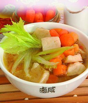 Суп из морского судака с морковью и сельдереем
