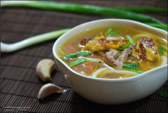 Суп из свинины с ростками бамбука Японская кухня