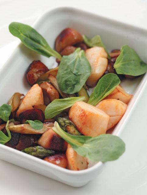 Суси с копченым угрем и морскими гребешками Японская кухня