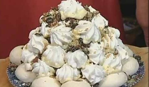 Торт с безе и сухофруктами