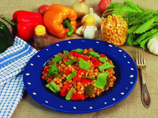 Тушеная кукуруза с болгарским перцем Вторые блюда