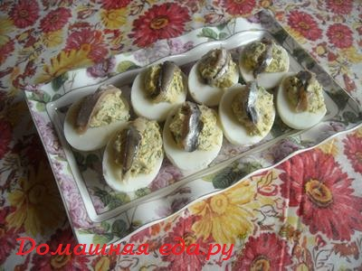 Яйца, фаршированные килькой Латышская кухня