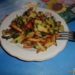 Жареный картофель с зеленым луком Из картошки